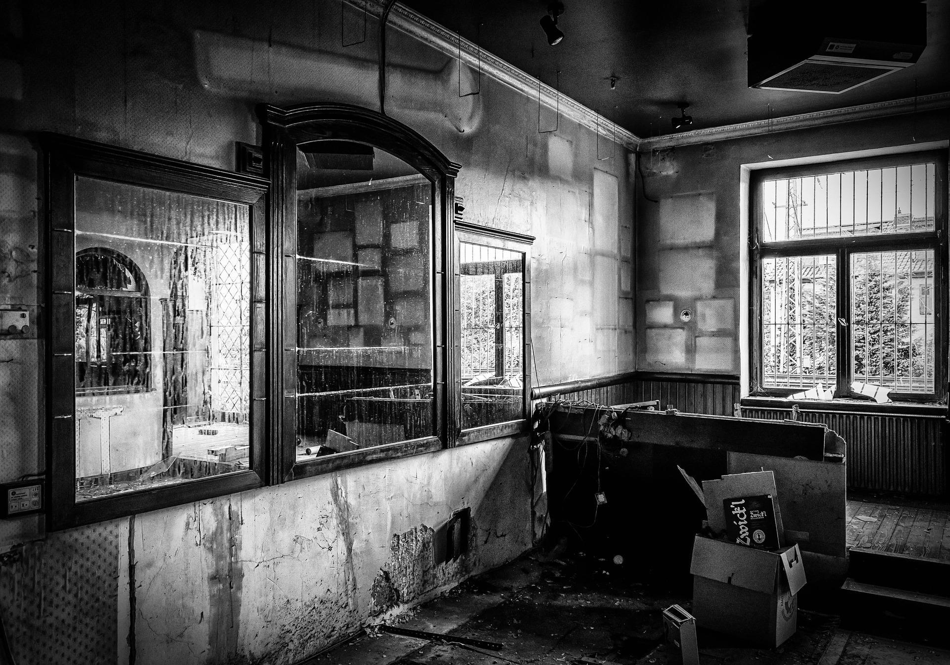 lost places 1574561 1920 - Le Rite des Ménades de la tournée des bars