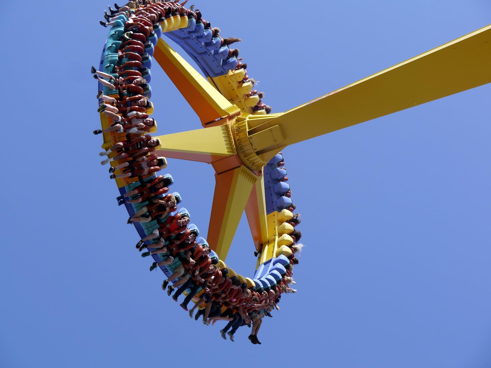 amusement park 1838401 1920 - Frisbees non identifiés