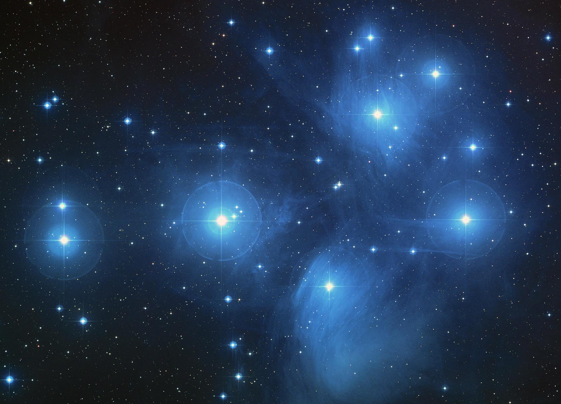 the pleiades star cluster 11637 1920 - Leurre fatidique