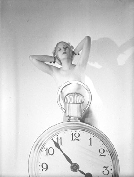 nude with clock - Et maintenant… Regardez !